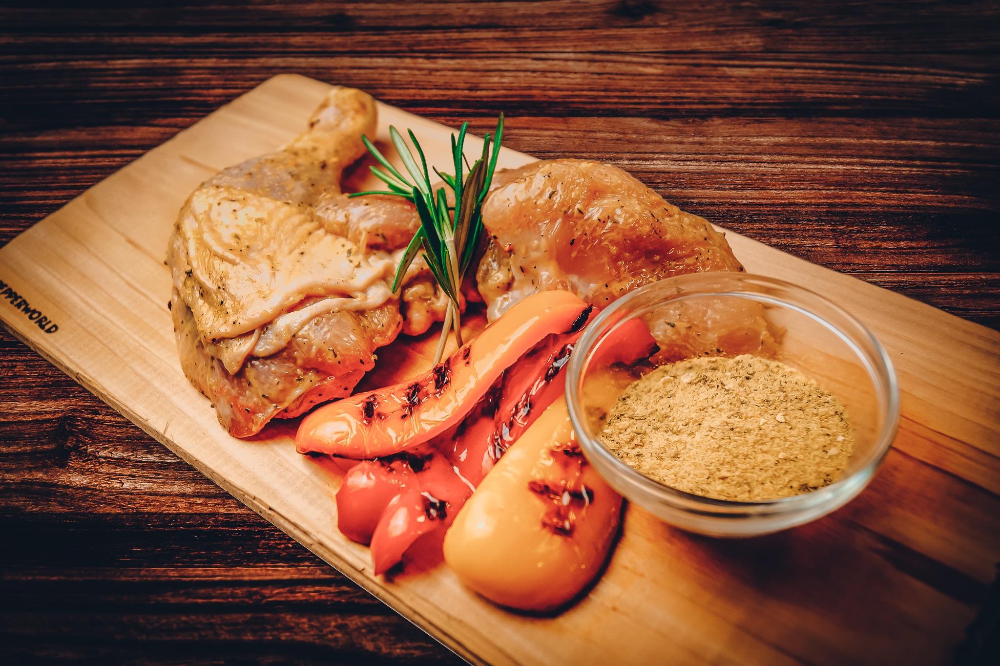BBQ Rub - auf diesem Bild sieht man Hähnchen Fleisch mit unserem BBQ Rub Honig Senf
