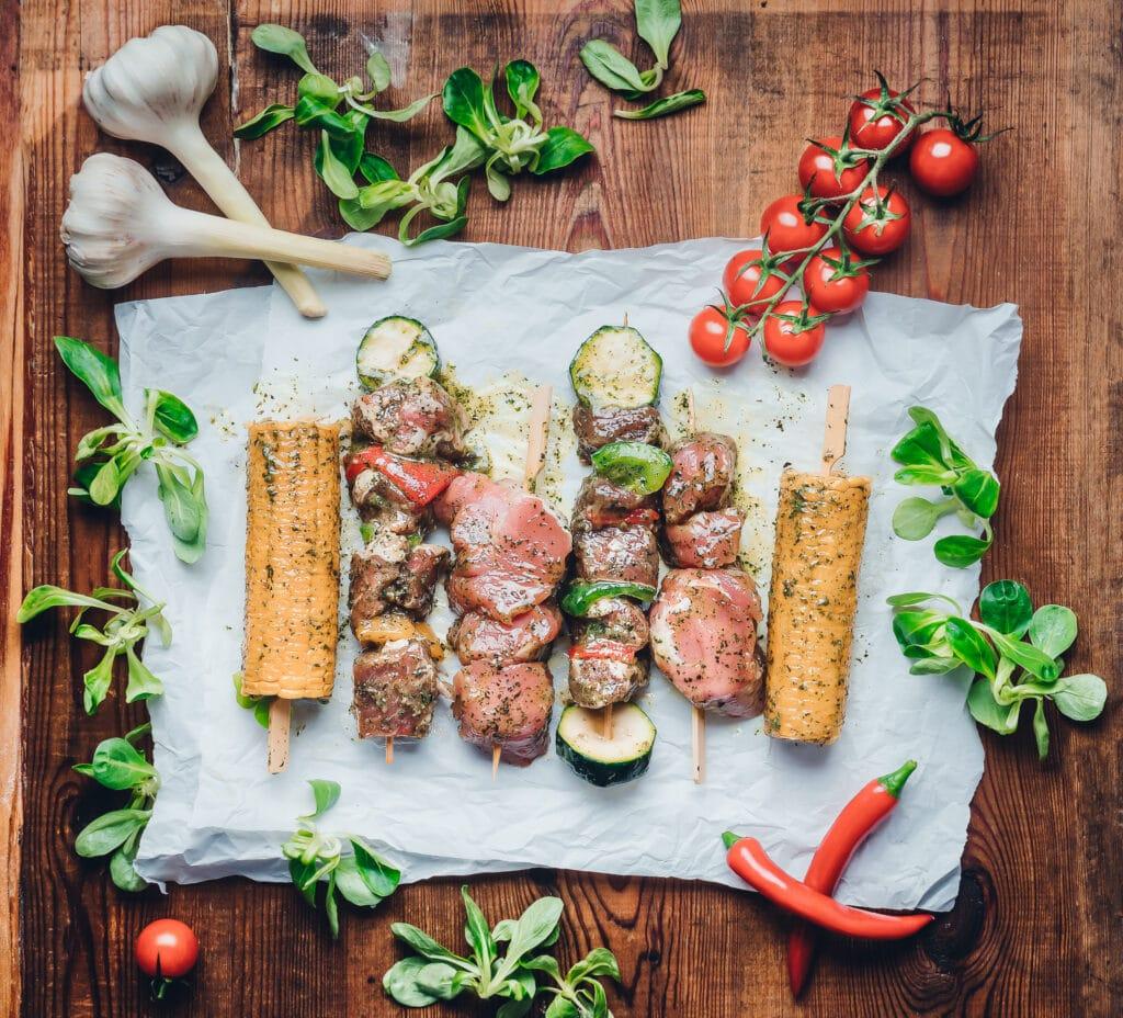 Marinaden - auf diesem Bild sieht man mariniertes Fleisch und Gemüse