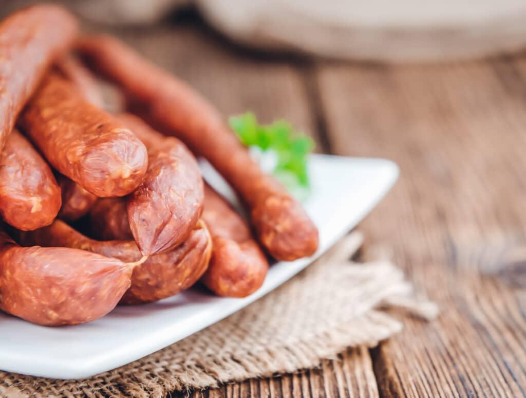 Rohwurst-Gewürze: dieses Bild zeigt Cabanossi Würstchen