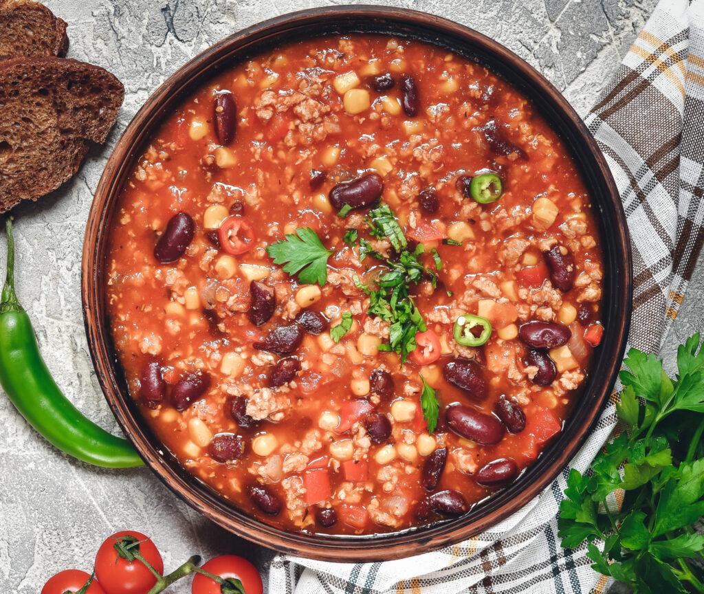 Hackfleisch-Gewürze: auf diesem Bild sieht man eine Schale mit Chili con Carne
