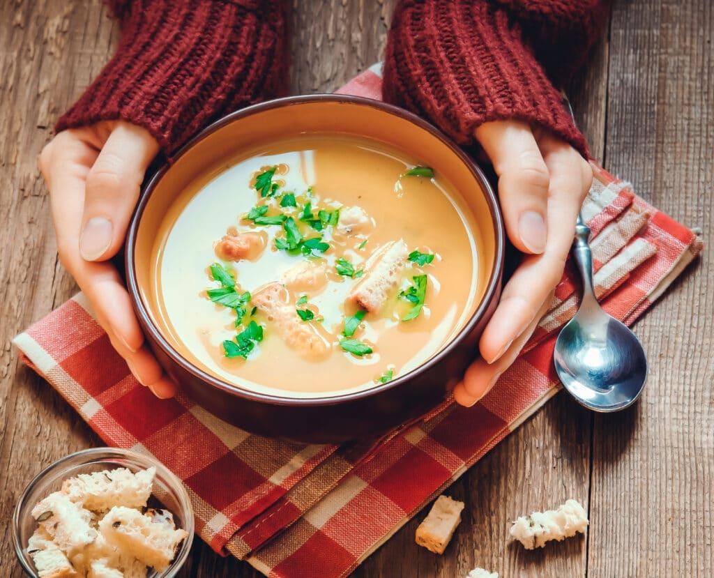 Suppen: dieses Bild zeigt eine tafelfertige Kartoffel Suppe
