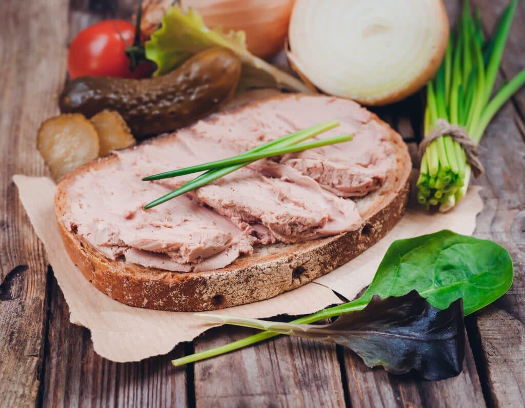 Leberwurst-Gewürze: dieses Bild zeigt ein Leberwurst Brot