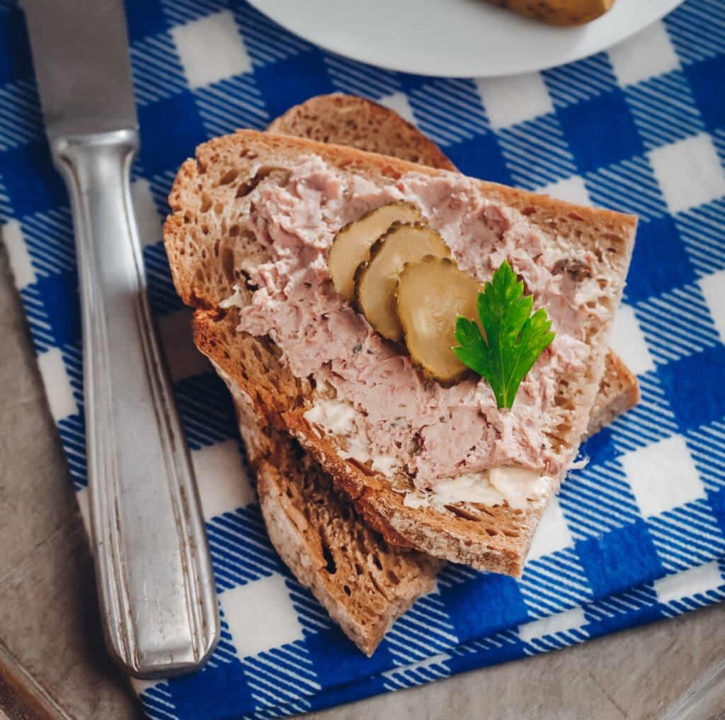 Leberwurst-Gewürz: dieses Bild zeigt ein Leberwurste Brot