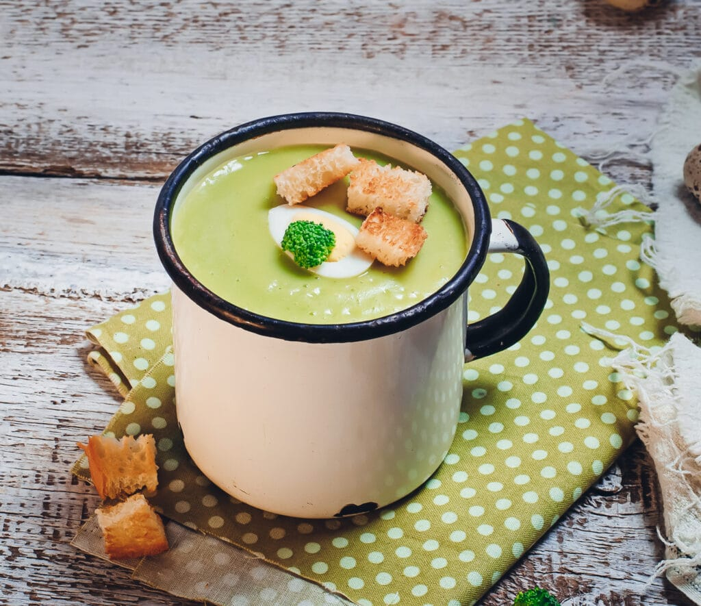 Suppen: dieses Bild zeigt eine Tassensuppe