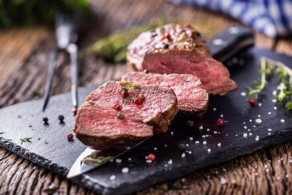 Fleischzartmacher: dieses Bild zeigt eine rosa gebratene Lende